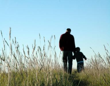 foto-padre-e-hijo-verde